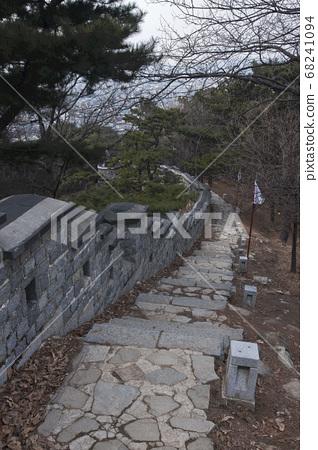 수원 화성은 한국의 오래된 석조 건축물이다 68241094