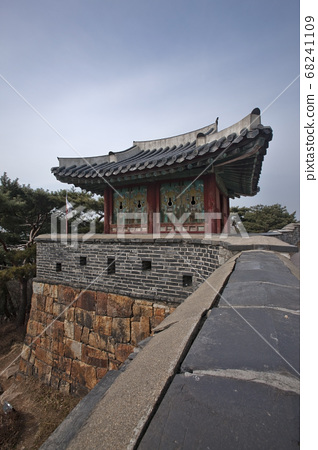 수원 화성은 한국의 오래된 석조 건축물이다 68241109