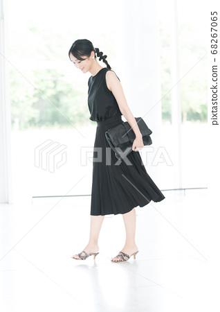 黑色協調女肖像 68267065