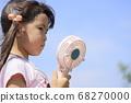 휴대 선풍기로 涼む 유아 (5 세) 68270000