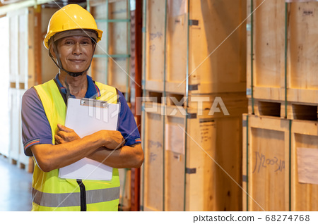 Portrait asian warehouse worker with clipboard 68274768