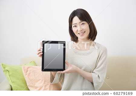 Middle woman with tablet PC 68279169