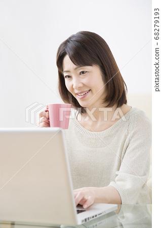 A woman watching a laptop 68279193