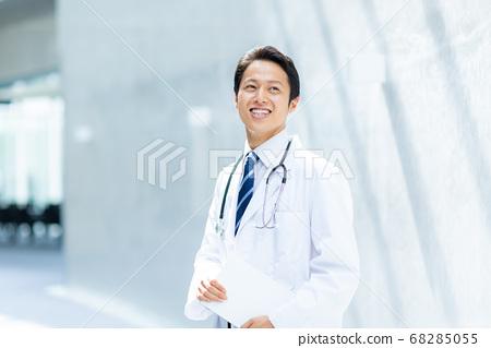 백의의 남자 의사 68285055
