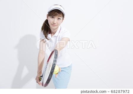 테니스를하는 여성 68287972