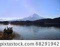 山梨縣川口湖附近的富士山風光 68291942