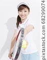 테니스를하는 여성 68299074