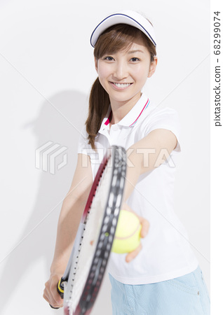 A woman playing tennis 68299074