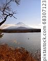 山梨縣正治湖附近的富士山風光 68307123