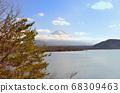 山梨縣本栖湖附近的富士山 68309463