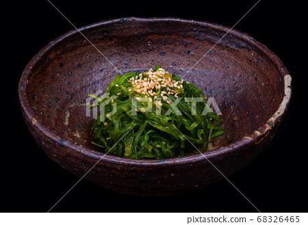 Japanese seaweed salad or hiyashi wakame. 68326465