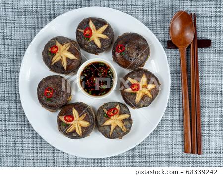 韓語:香菇煎餅。韓國傳統禮節食品主要在節假日食用。 68339242