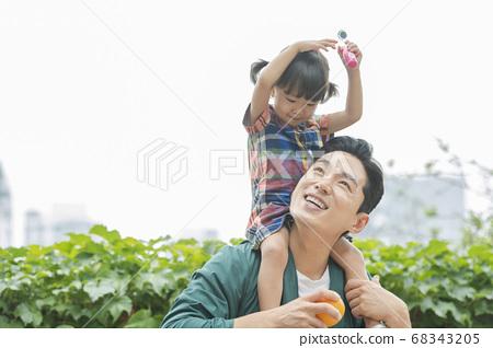 Lifestyle, family, travel 68343205