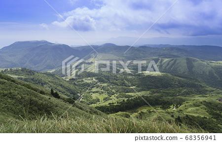 七星山俯瞰北海岸的優美景緻 68356941