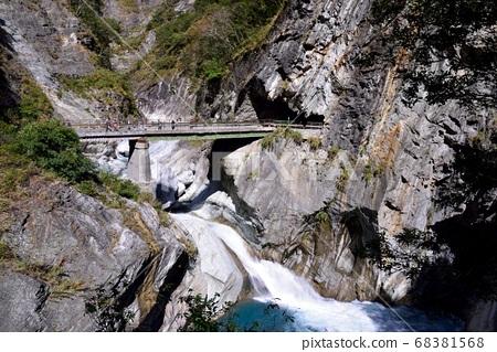 太魯閣峽谷 Tunnel in Hualien Taroko National Park,Taiwa 68381568