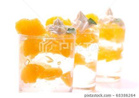 Iyokan甜點玻璃果凍淺色背景 68386264