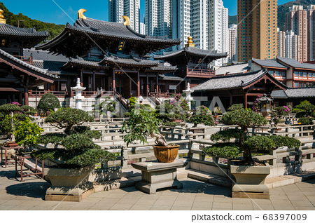 The Chi Lin Nunnery, a large Buddhist temple in Hong Kong 68397009