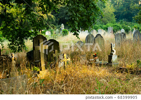 Old overseas cemetery London 68399905