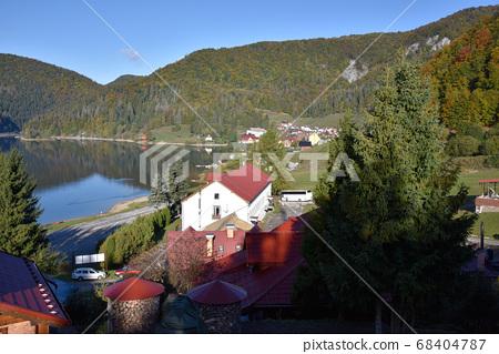 連續的青山湖Nomagama水平,水面,清境景,神戶分散的私人住宅。 68404787