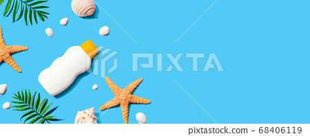 Sunblock bottle with starfish and seashells 68406119