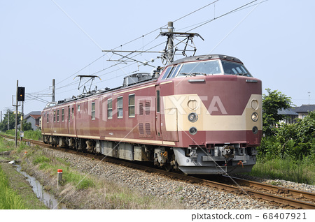 JR West's electrical inspection test vehicle (Kumoya 443) that performs electrical inspection of overhead lines and signals 68407921