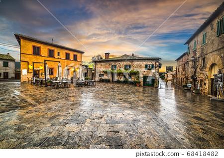 Main square of Monteriggioni 68418482