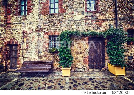 wooden door and bench in Monteriggioni 68420085