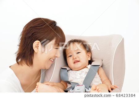 child seat 68423384