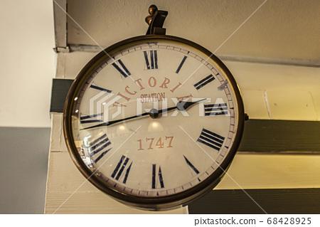 Victoria Station clock 68428925
