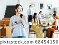 카페 젊은 여성 68454150