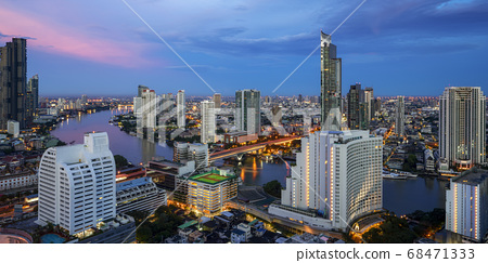 Cityscape in Bangkok city from roof top bar in 68471333