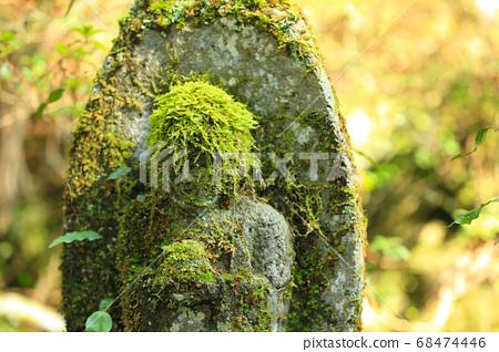 Stone statue 68474446