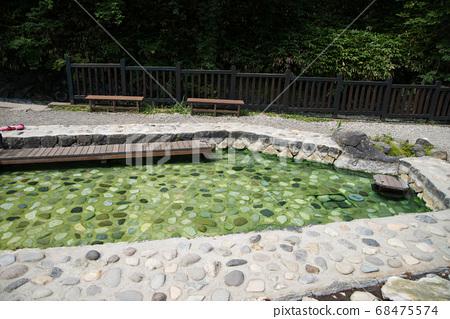 """日本拥有最大水量的""""草津温泉""""是分布在海拔1200 m的高山温泉。 68475574"""
