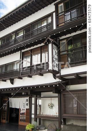 """日本拥有最大水量的""""草津温泉""""是分布在海拔1200 m的高山温泉。 68475579"""