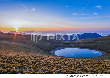 台灣高山湖泊-天使的眼淚 嘉明湖 日出 68493302