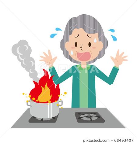 튀김 기름에 불이 붙었 초조해 노인 여성 68493407