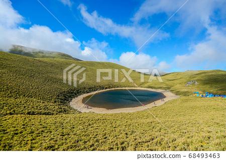台灣高山湖泊-天使的眼淚 嘉明湖 藍天白雲 68493463