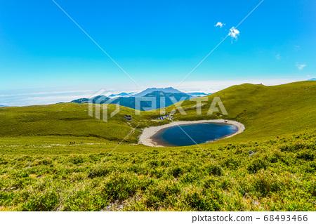 台灣高山湖泊-天使的眼淚 嘉明湖 藍天白雲 68493466