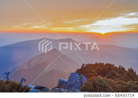 대만의 산악 호수-천사의 눈물 샹 양산가 밍호 일출 68493714