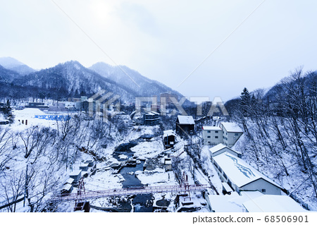 Onsen town in the mountains 68506901