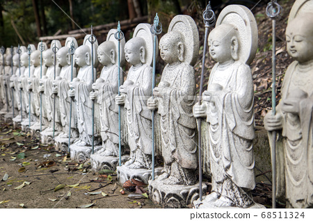 A series of small Buddha statues in a Japanese 68511324