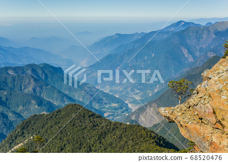台灣百岳-玉山主峰 北峰 登山步道 碎石坡與東埔溪谷 68520476