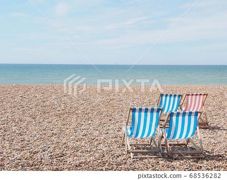 海濱躺椅布萊頓海灘英格蘭 68536282