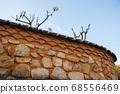 한국 사찰(절)의 전통적인 돌담 68556469