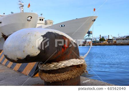 碼頭的巨大繫船柱 68562040