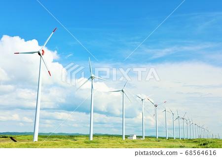 北海道夏季藍藍的天空和風車 68564616