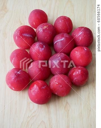 韩国新鲜有机水果李子 68566174