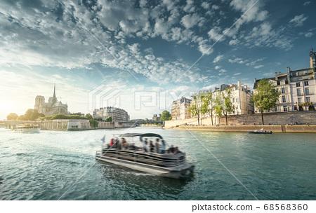Seine and Notre Dame de Paris, Paris, France 68568360