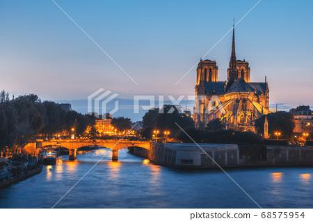 Notre Dame de Paris, France 68575954