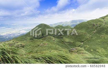 Qixing East Peak는 주요 봉우리를 내려다보고 있습니다. 68582048